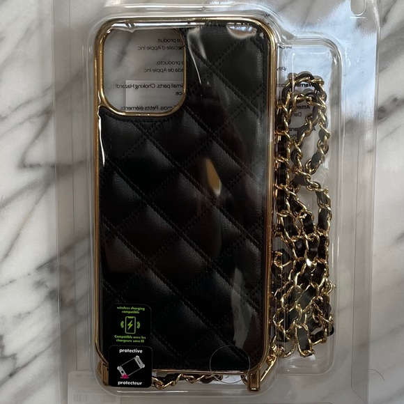 PRO IPHONE MAX 12 CASE BlACK QUILTED & GOLD CHAIN